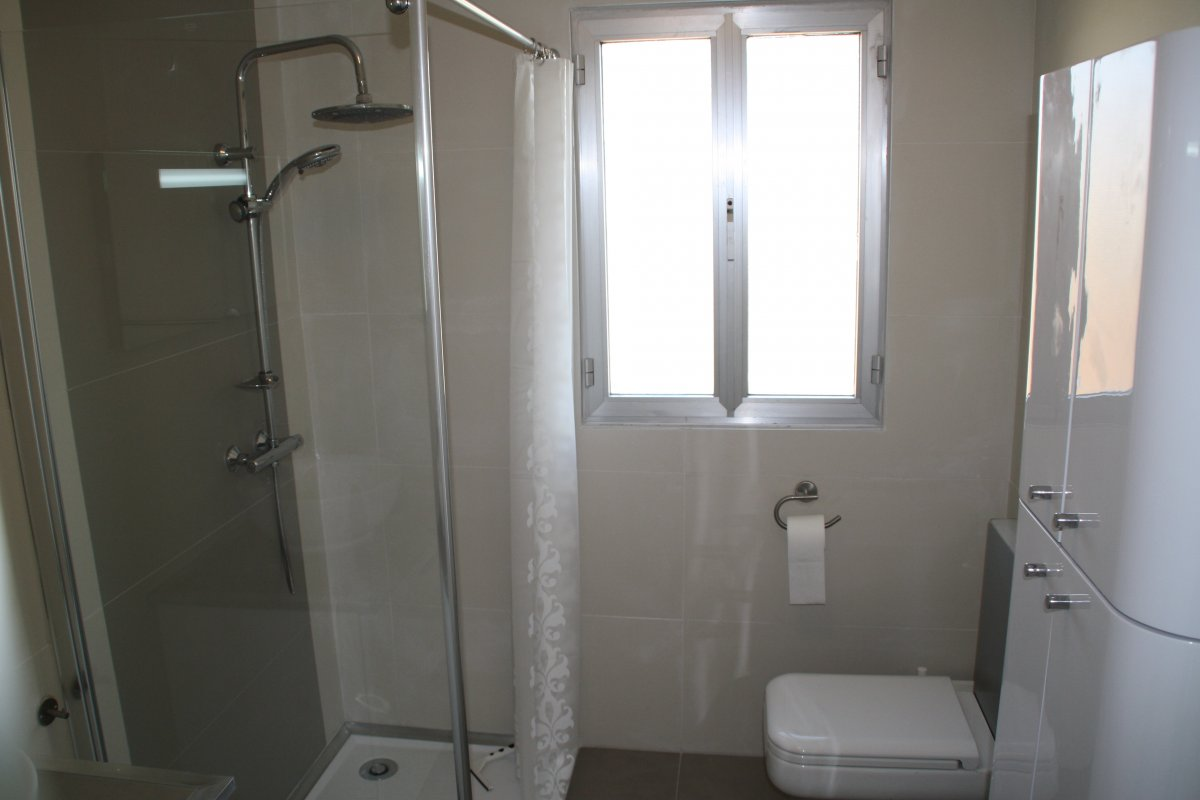 Feriehus i Sydfrankrig - fælles badeværelse1